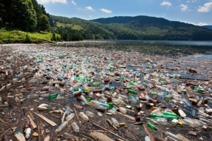 011715150-big-plastic-pollution-700x467